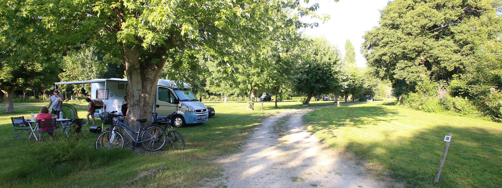 Camping Marais Poitevin à La Garette : L'Îlot du Chail